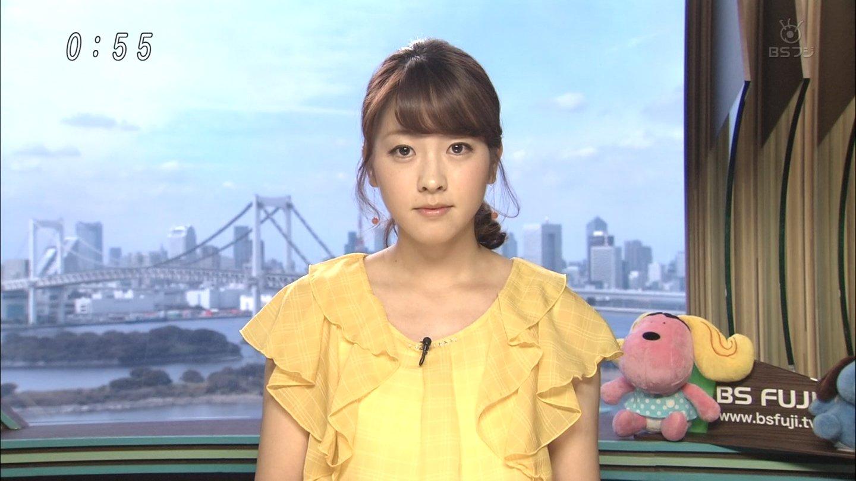 黄色の服を着ている三上真奈